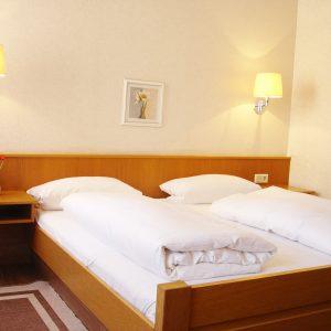 Zimmer - Hotel und Restaurant Goldener Adler in Höchberg